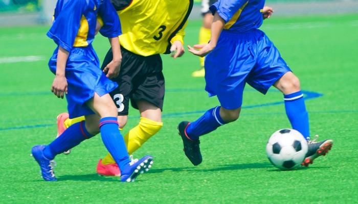 サッカーコーチになる方法とは?仕事内容や給料も解説!